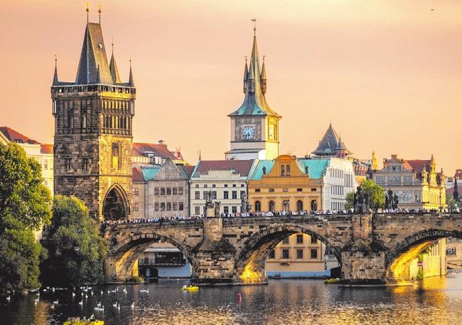Prag ist der Ausgangspunkt einer spannenden Flußfahrt mit Begleitung.