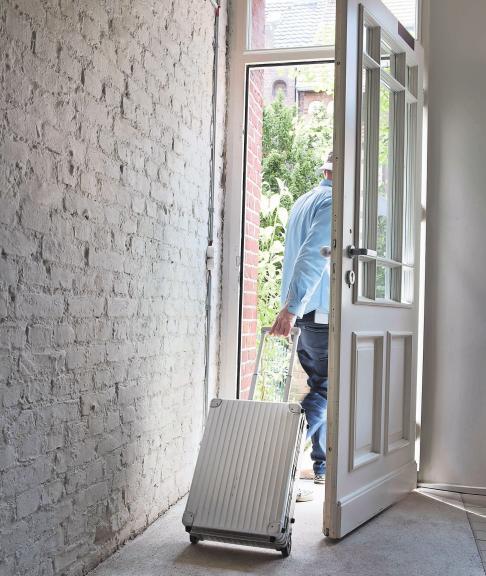 Verreist? Einbrecher beobachten Häuser oft tagelang, um herauszufinden, ob die Bewohner im Urlaub sind. Foto: imago/Westend61