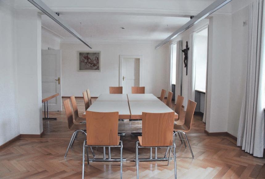 Dank einer eingebauten Faltwand können die Räume im ersten Stock zu einem großen Saal umfunktioniert werden.