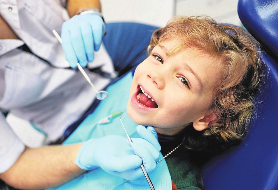 2016 suchten rund 5,7 Prozent mehr der bundesweit Versicherten den Zahnarzt auf, als noch im Jahr 2011. Foto: © kalinovskiy / 123rf.de