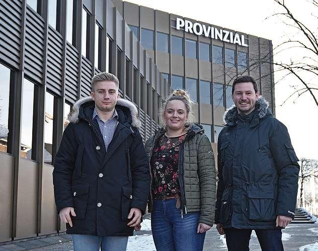 Benneth Ihlow (li.) und Julia Timmermann, Azubis bei der Provinzial, vertreten ihren Ausbildungsbetrieb auf der nordjob in Kiel. Raphael Piper (re.) arbeitet als Werkstudent im Unternehmen. FOTO: MEIKE LANGKAFEL