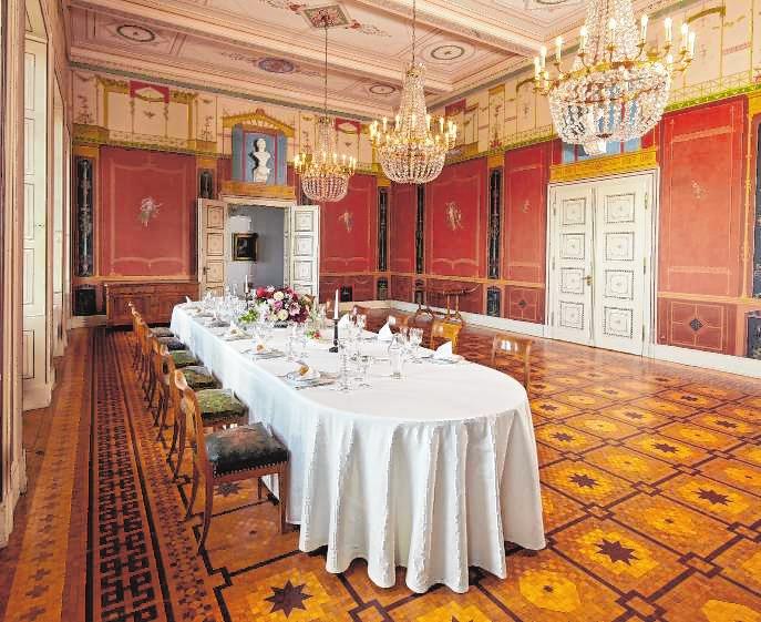Blick in den herrschaftlichen Speisesaal von Schloss Villa Ludwigshöhe. Bild: GDKE RLP