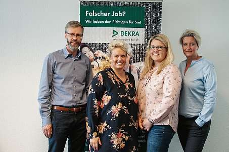 Das Team der DEKRA-Geschäftsstelle in Kiel um Geschäftsstellenleiterin Lina Zakowski (2.v.li.). FOTO:FSCH