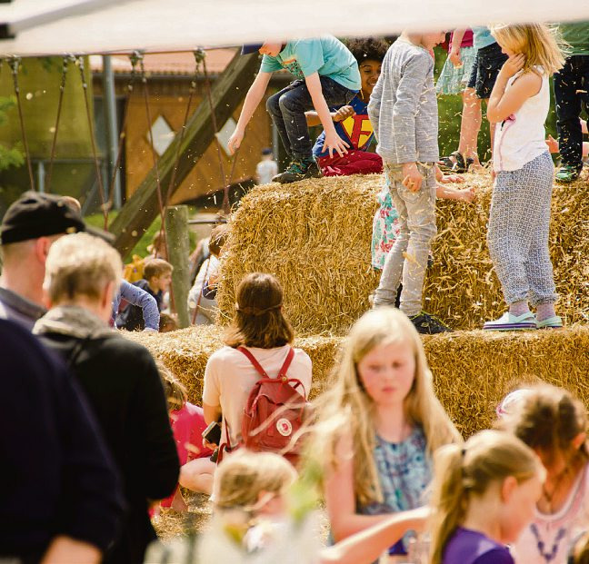Das beliebte Kartoffelfest mit Strohpyramide lockt wieder auf das Gut WulksfeldeFoto: Gut Wulksfelde/D. Antonio
