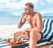 Schalkes Keeper Ralf Fährmann ließ sich seinen Obstteller auf Mauritius ganz besonders schmecken.