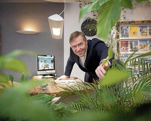 Spezialist für Urlaubsreisen und Kreuzfahrten mit individueller Beratung rund um die Reiseplanung: Bernd Klose. FOTO: PEPE LANGE
