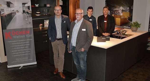 Timm Witthohn (Inhaber), Ludwig Hölscher, Azubi Roman Cernov und Rüdiger Losch (v.li.n.re.) helfen bei der Suche nach der Traumküche. FOTO: REG