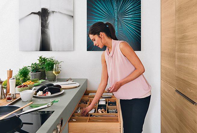 Feinheit und Raffinesse sowie die Naturmaterialien Holz und Keramik bestimmen das Design der filigno-Küche