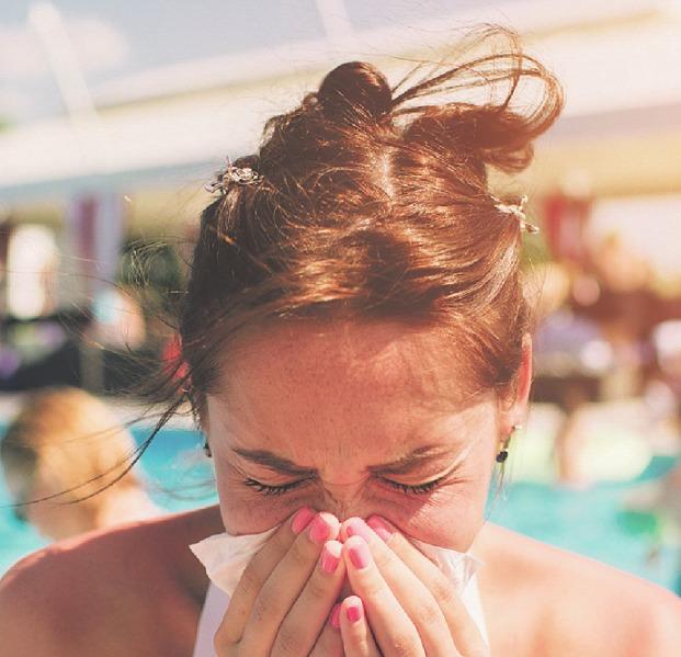 Der ständige Wechsel zwischen Hitze draußen und klimatisierter Luft drinnen schwächt das Immunsystem. Foto: estradaanton – stock.adobe. com