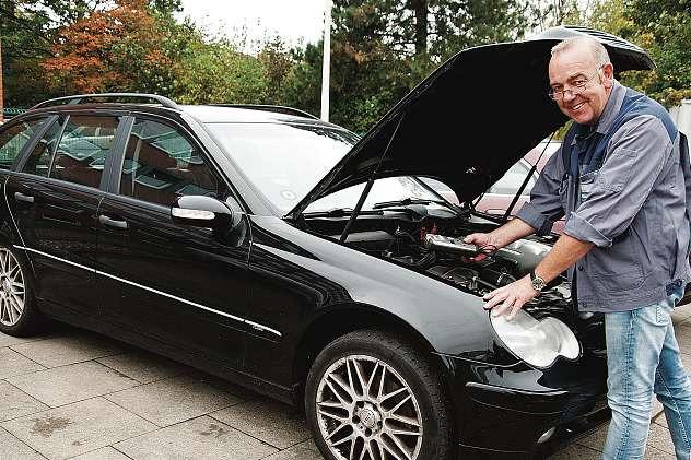 Kfz-Meister Rainer Ortman bietet mit dem Kfz-Frühjahrscheck ein Rundum-Sorglos-Paket an.FOTO: MIK