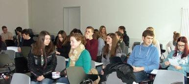 Abb. 1: Eintreffen der Pharmazie- Student/innen vor Beginn der Gastvorlesung