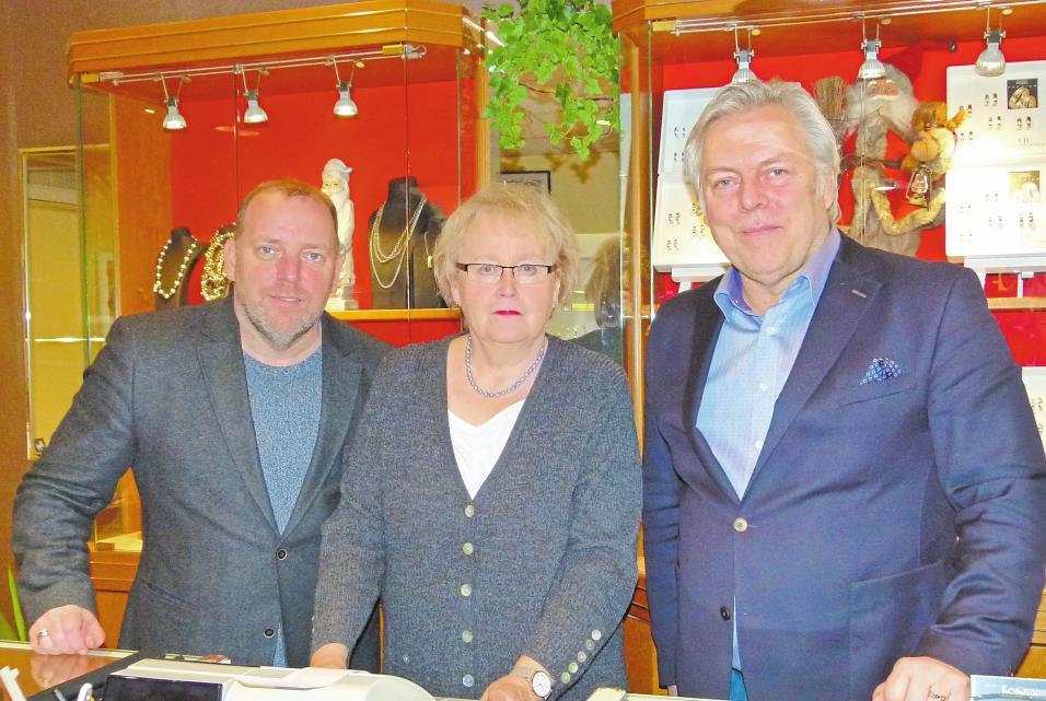 Besten Service und fachlich kompetente Beratung bieten (v.l.) Stephan Kessmann, Helga Westphal und Jochen Kessmann. Foto: Flockert