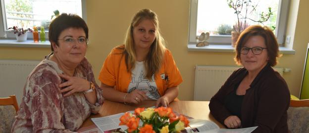 In der neue Begegnungsstätte der pro Seniorenpflege in Rheinsberg Kirchstraße 1. Leiterin Diane Borchert, Karina Erler und Diana Neubauer-Tomschin (von links).