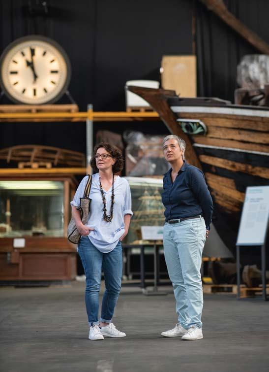 """Was gibt's zu sehen? Allerhand! Beim Interviewtermin zeigt Ursula Richenberger natürlich ihre """"Schatzkammer"""", den Kaispeicher 50. Besonders wichtig ist ihr die Kooperation mit allen anderen Museen, wie zum Beispiel der Ballinstadt und dem Maritimen Museum"""