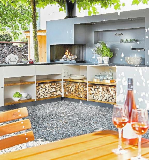 Genuss im Garten: Die Freiluftküchen der Ofensetzerei Neugebauer sind Garanten für Gaumenfreuden nach jedem Geschmack.