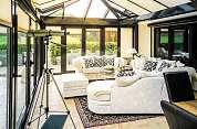 Ein Wintergarten ist eine Wohlfühloase, die zudem den Wohnraum erweitert