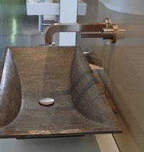 Auch Messeneuheiten wie Armaturen in Edelstahl gebürstet gibt es bei G.U.T.Fotos: Tina Jordan