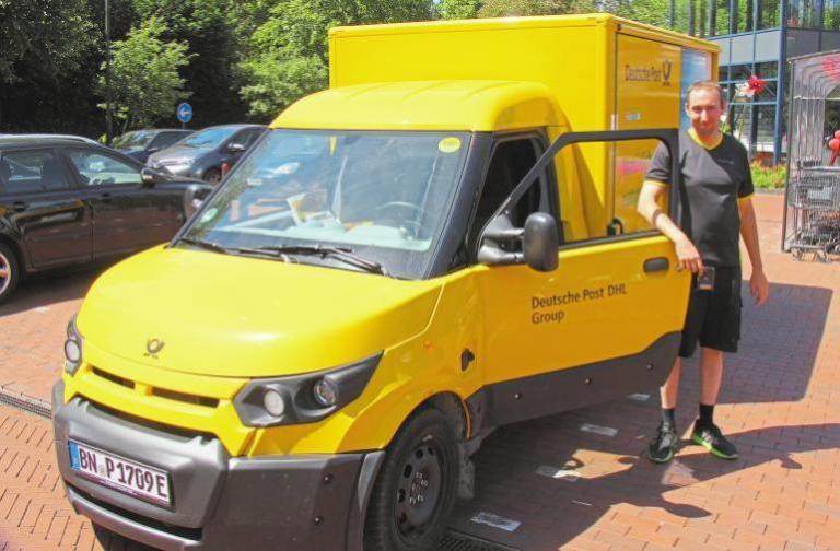 In Lienen fährt der erste Elektro-Streetscooter der Post. Ein Fahrzeug dieses Modells, das sich auch für andere Gewerbetreibende eignet, wird beim Schweinemarkt präsentiert. Foto: Michael Baar