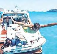 Auf Kreta wagte Bayerns Javi Martínez den Absprung – vom Boot ins türkisblaue Nass.