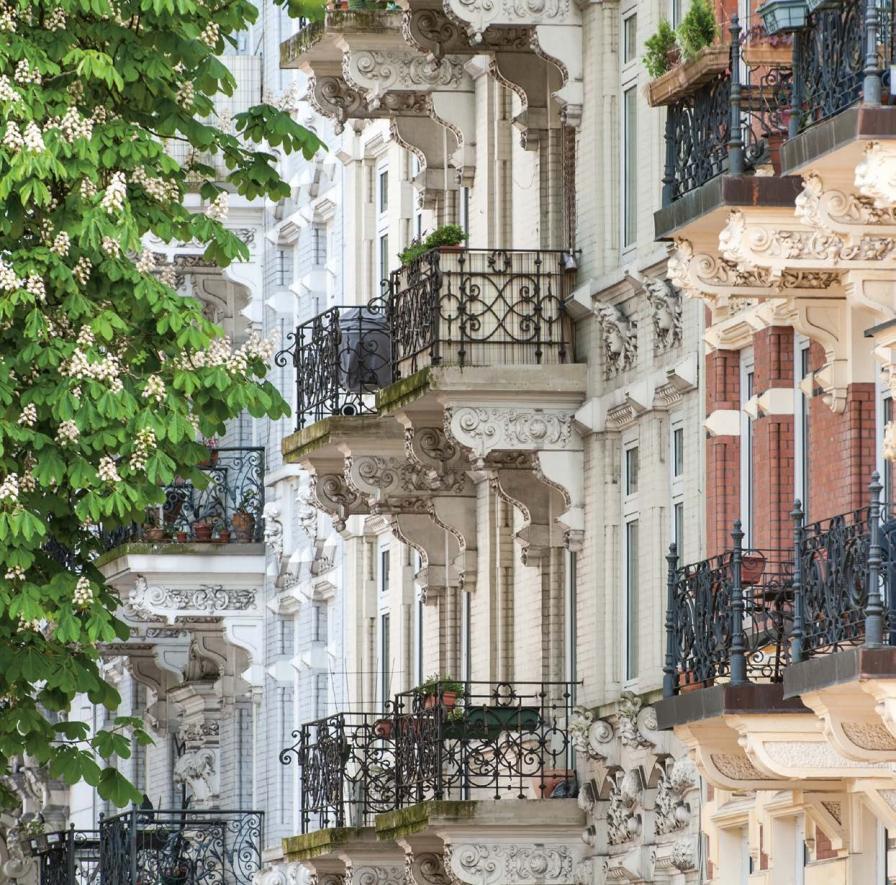 Üppig verzierte Balkons, wie hier in der Tornquiststraße, findet man in Eimsbüttel überall. Die Häuser aus der Gründerzeit zählen zu den beliebtesten und teuersten der Stadt