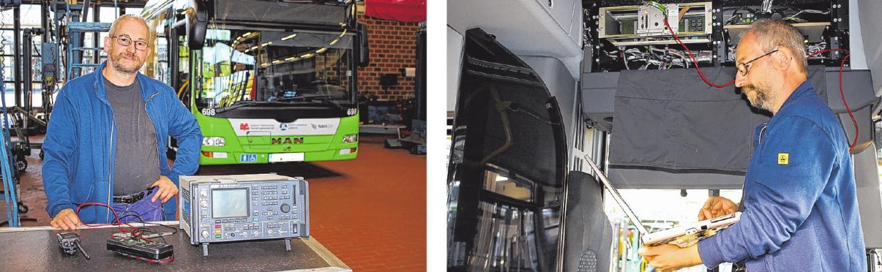 Martin Engelbrecht ist seit 21 Jahren für die immer komplexer werdende Technik in den Bussen des Stadtverkehrs zuständig. Geraderepariert er das Funkgerät in einem Linienbus (re.). FOTOS: PHILIPP AISSEN