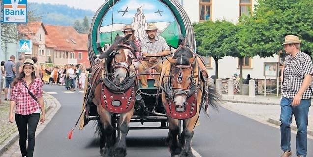 Auch in diesem Jahr findet der beliebte Umzug durch Kaltennordheim statt, der viele schöne Bilder fürs Auge bietet. Foto: Archiv Brauerei