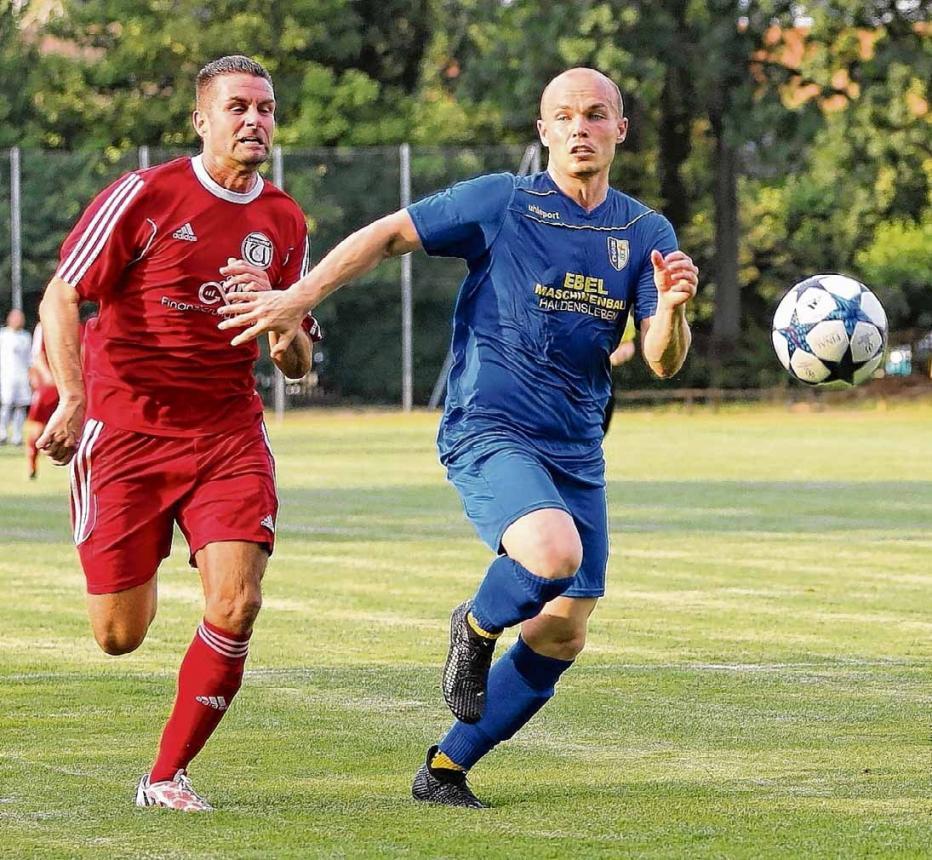 Björn Ohnesorge (links) wechselte vom SV Hötensleben nach Ummendorf.Foto: Ottfried Junge