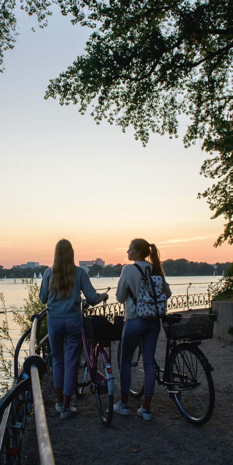 """Ausflüge mit gutem GewissenRadtouren und Sightseeing per Rad werden bei Touristen immer beliebter. Ob """"Hamburg Auskenner"""" oder """"Hamburg City Cycles"""" – das touristische Angebot bietet für jeden die passende Tour"""