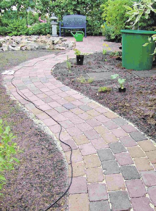 Pflasterungen prägen das Gartenbild mit.