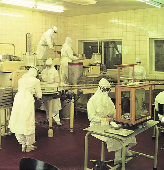 Ganz andere Anforderungen an die Sterilität erfüllten die Bayer-Produktionsstätten in den 60er Jahren, wie hier bei der Abfüllung von Penicillin. Foto: Bayer AG