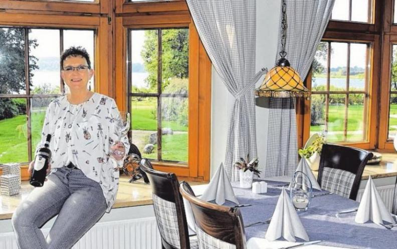 Brigitta Kolodziejewski-Naupert hat Grund zur Freude, denn seit 25 Jahren wird das Landhaus am See von ihrer Familie geführt.