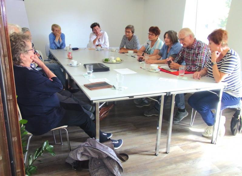 Let's talk in English: Ältere treffen sich jede Woche zur Englisch-Konversation im Mehrgenerationenhaus.