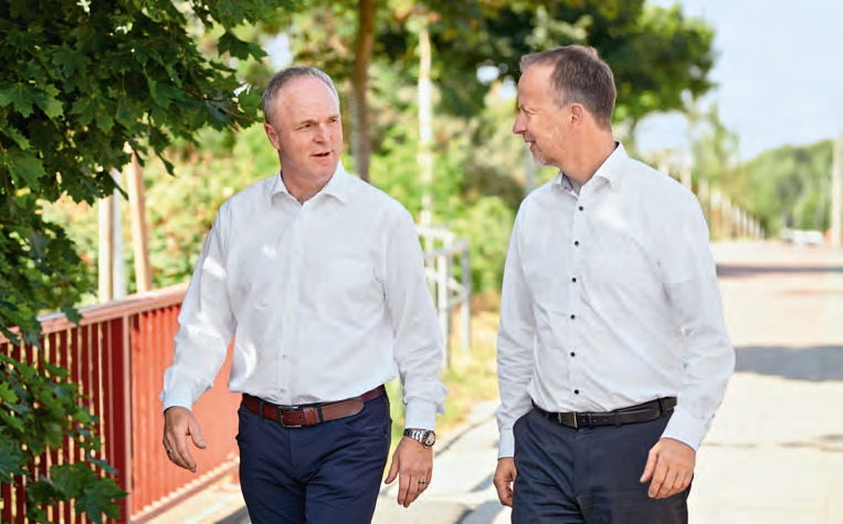 Dr Frank Albers (right) has been Managing Director Sales and Marketing in the Krone Commercial Vehicle Group since August. Entrepreneur Axel Plaß (left) is running for the office of DSLV President.