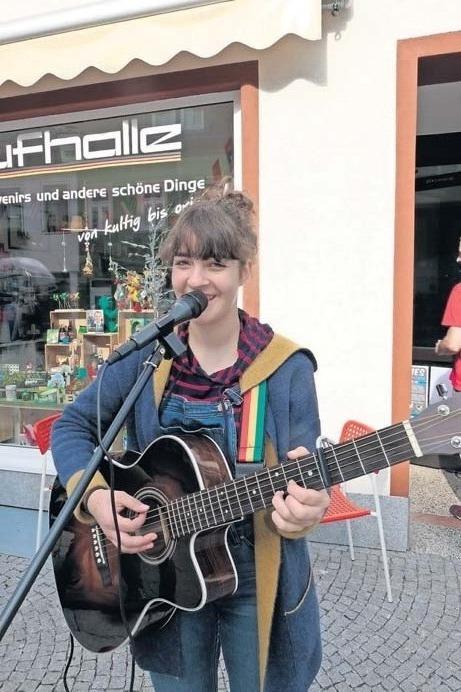 Auch Straßenmusikerin Josi wird zum Lichterfest in Ilmenau auftreten. Foto: Dolge