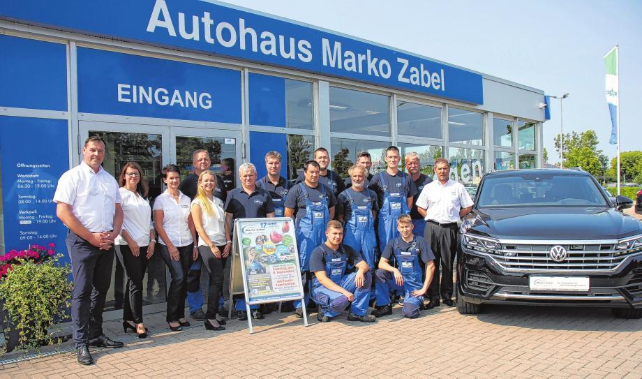 Marko Zabel (li) und sein Team heißen die Besucher willkommen. Foto (2): Jana Posna