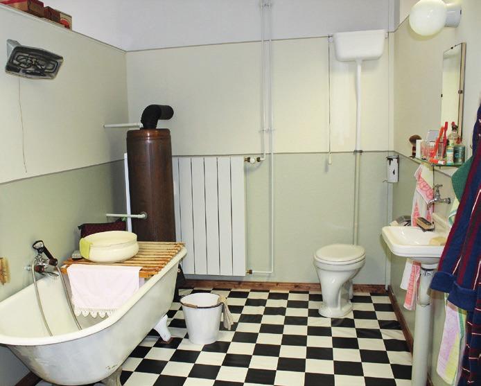 Ein Badezimmer aus den 50er-Jahren: spartanisch und doch Luxus pur.