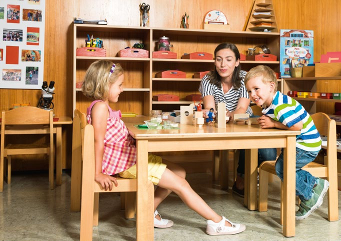 In Kindergärten und Kindertagesstätten können Mitarbeiterinnen mit Hilfe der Genius Control App und des Genius Ports lokalisieren, wo genau das Feuer ausgebrochen ist, eine Evakuierung der Räumlichkeiten durchführen und die Feuerwehr alarmieren