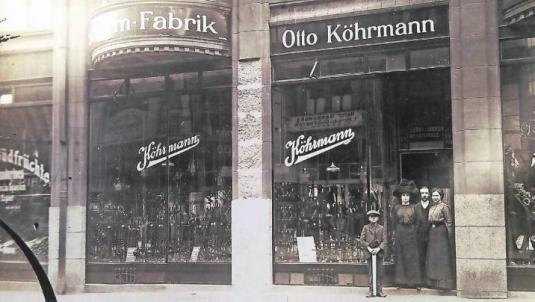 Die Schirm-Fabrik von Herbert Köhrmanns Großvater Otto Köhrmann befand sich in den 20er Jahren am Neumarkt. Foto: Herbert Köhrmann