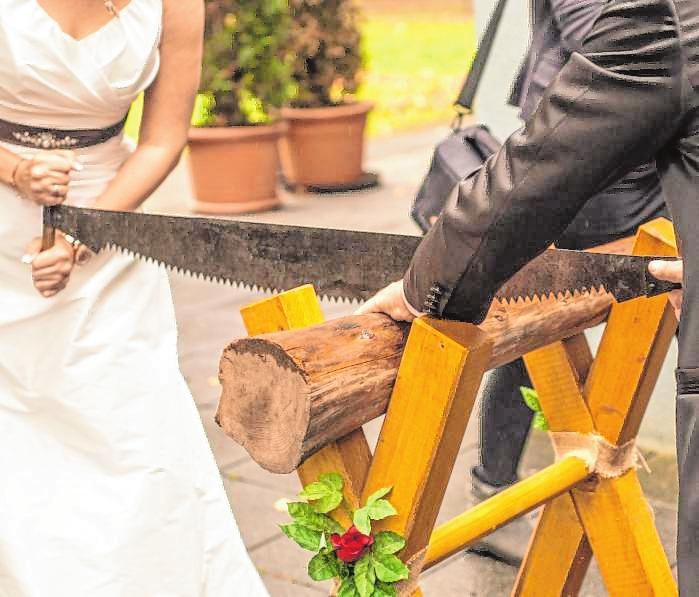 Das Brautpaar prüfen