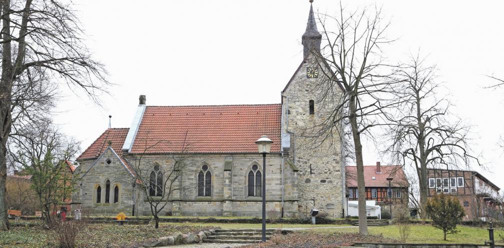In der St. Nicolai-Kirche in Nordsteimke wird bei einem Festgottesdienst der neue Kirchenvorstand in sein Amt eingeführt. Photowerk