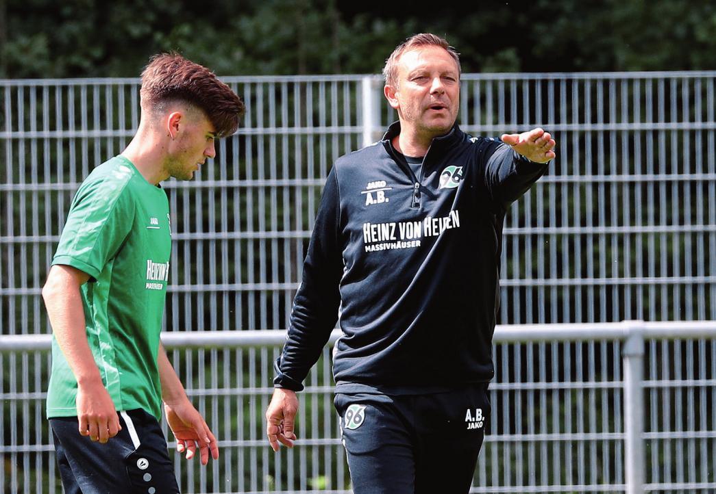 Hallo, Nachbar! Ex-VfL-Stürmer André Breitenreiter kehrte mit 96 in die Bundesliga zurück.