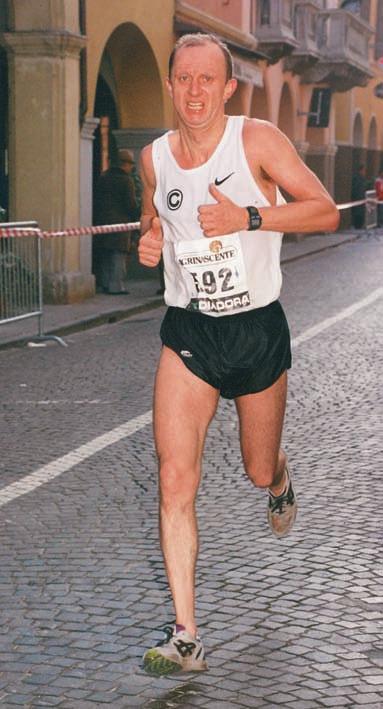 Die Städte der Welt hat John Kunkeler laufend erkundet. Das Foto zeigt ihn 1998 bei einem Wettkampf in Bologna.