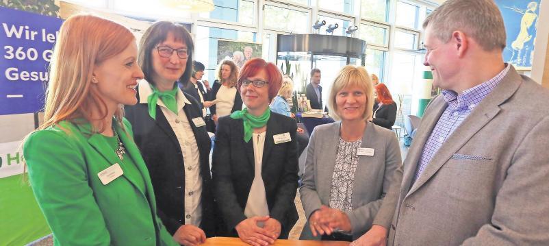 Viele Antworten für die Besucher hatten Anja Weißbach, Karin Krohn, Kathleen Mehrfert, Dr. Karin Alice Ludewig und Prof. Christoph Thümmler (v.l.). Foto: Andre Kempner