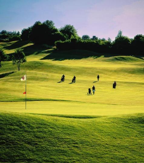 Jura Golf Park mit seinen 45 Golfbahnen Image 2