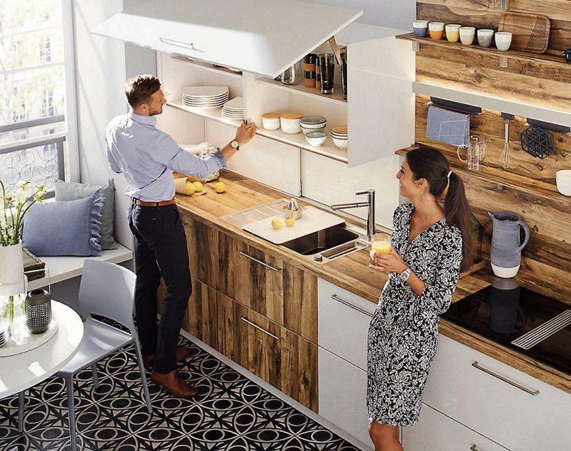 Helle Farben lassen kleine Küchen optisch großzügig wirken. Bild: AMK