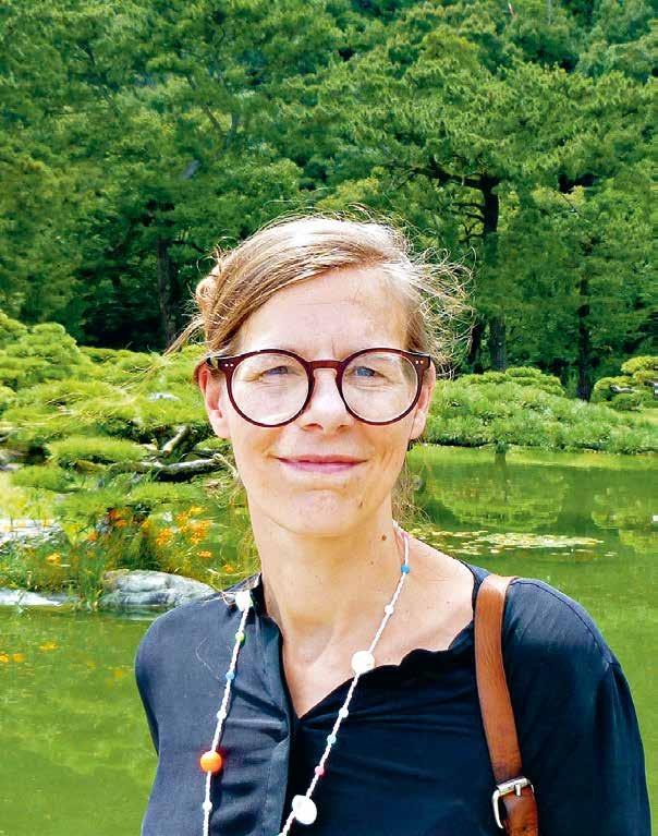 Sie erledigt auch die Pressearbeit für die Hamburg-Dependance des Verlags Dölling und Galitz. Ansonsten schreibt sie am liebsten über Dinge, die grün, japanisch oder unter Wasser zu Hause sind