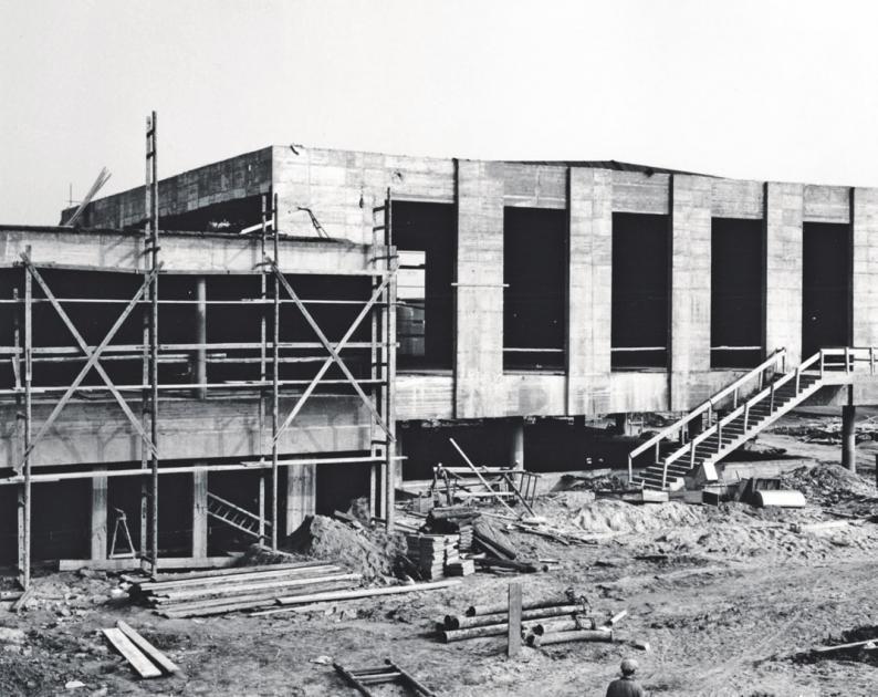 Anfang der 60er-Jahre bekam die alte Stadthalle mehrere Anbauten. Foto: Schlesinger