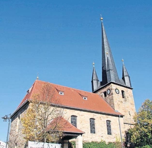Mit großem Engagement haben die Ebersdorfer dazu beigetragen, dass die Kirche St. Laurentius ein neues Dach bekommen hat. Fotos: A. Kemnitzer