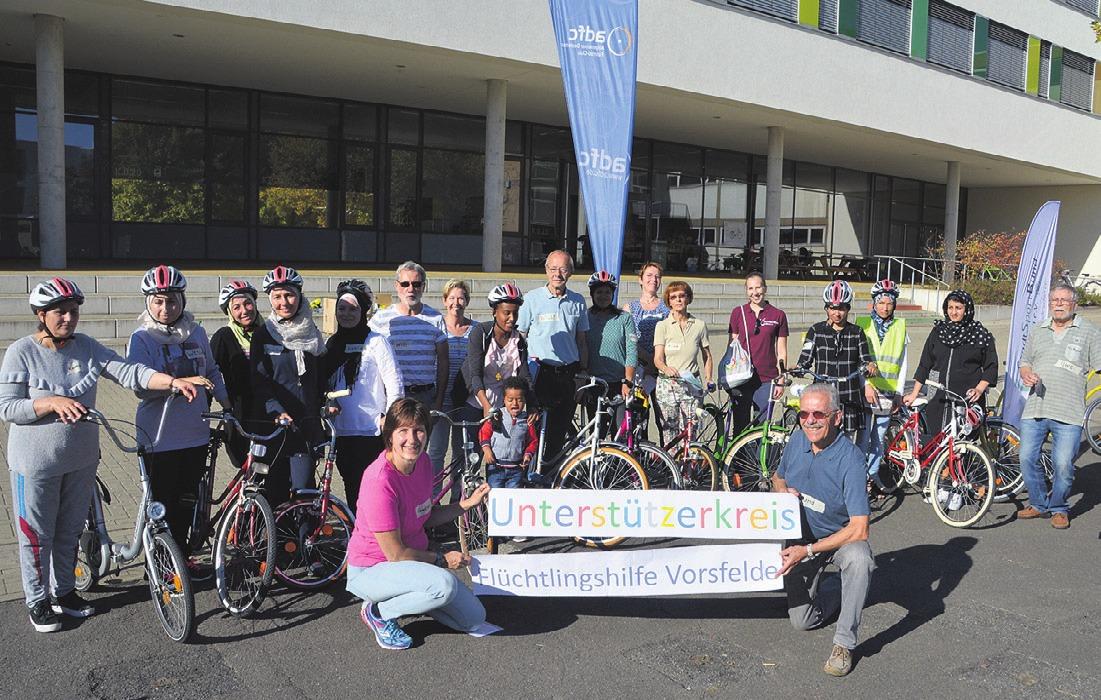 Einige der Teilnehmer und Unterstützer des integrativen Fahrradkurses.