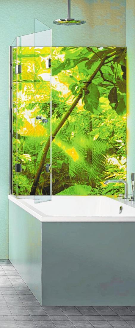 Glassdouche kreiert mit einer LED-Leuchtwand mit dem Motiv Jungleworld eine Stimmung wie im Regenwald.
